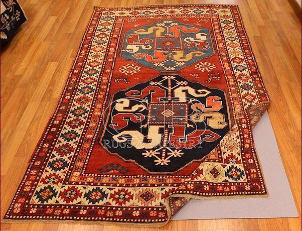 antideslizante por alfombras Kazak antiguo de GB-Rugs