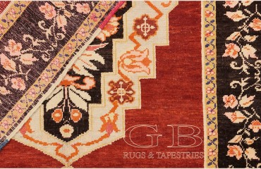 Karabag antico di cm 230 x 130 a due medaglioni e bordo floreali